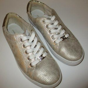 Womens Liz Claiborne Gold Sneakers 6.5M Warwick